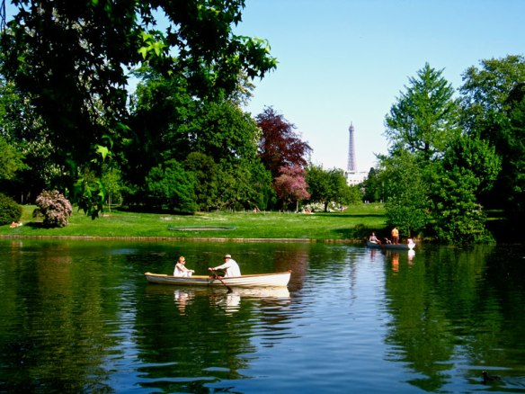 Boating-at-the-Bois-de-Boulogne